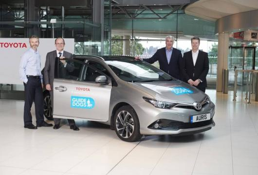 (L to R) Doug Gillies – Managing Director, Toyota Financial Services. Tom Wright – Chief Executive Officer GD Group.